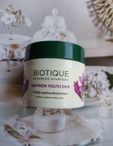 Biotique saffron youth 233x300 Biotique Saffron Youth Dew Moisturizer Review