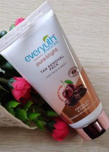 Everyuth pack1 214x300 Everyuth Naturals Tan Removal Pack Review
