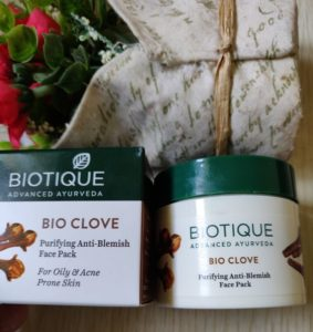 Biotique bio clove 1 283x300 Biotique Bio Clove Anti Blemish Face Pack Review